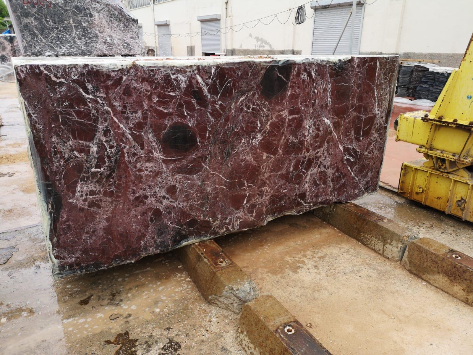 Rosso Lepanto block